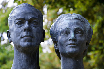 bronze sculpture of a couple