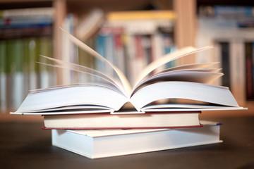 książka w bibliotece