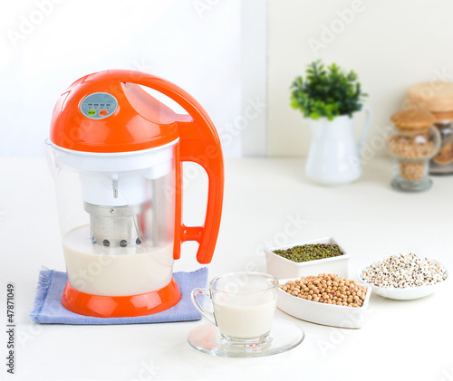 Beans juice grinder or blender machine
