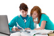 Jugendliche beim Lernen