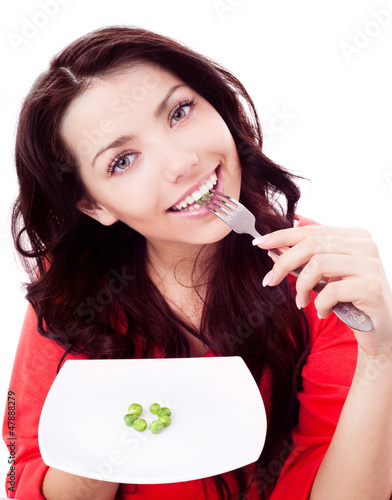 woman eating peas