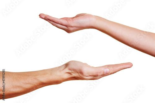 Zwei offene Handflächen