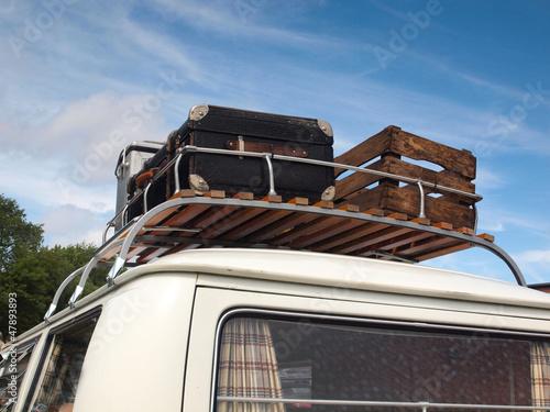Bus mit Dachgepäckträger