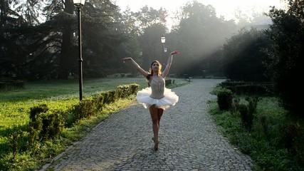 Ballerina Danza Classica nel parco