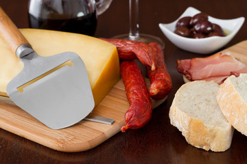 cheese with sausages, olives and red wine