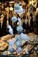 Christbaumkugelverkauf am Weihnachtsmarkt