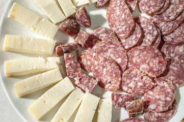 Antipasto salame e formaggio