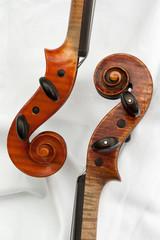 Zwei Geigen / Schnecken und Wirbel