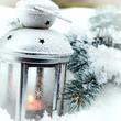 lanterna con neve