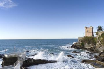 La costa di Genova Nervi battuta dalle onde