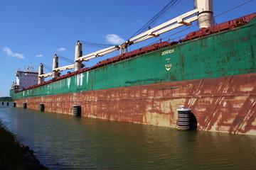 altes Frachtschiff