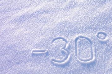 Minus 30 stopni napis na śniegu