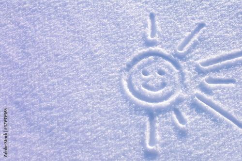 Słoneczko na śniegu uśmiech - 47939465