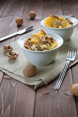 Pasta with walnuts