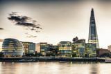 Fototapety London Skyline at Dusk with City Hall and Modern Buildings, Rive