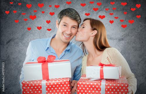 paar mit geschenken und herzen