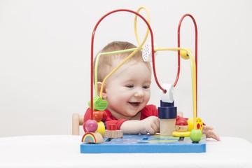 Kleinkind beim spielen