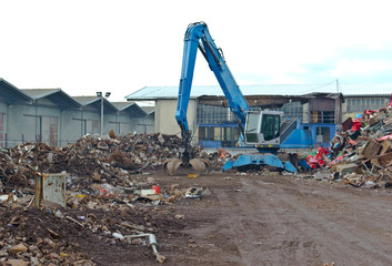 Cranes for recycling metallic waste