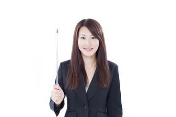 指し棒を持った女性