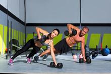 Gym homme et femme force push-up enfoncement
