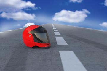 Casco moto en la carretera