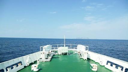 航海中のフェリー