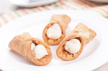 Cannoli tubes with cream filling