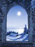 Burgfenster mit Mondlicht