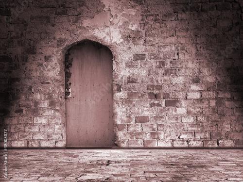 alte Mauer mit Tür - Sepia