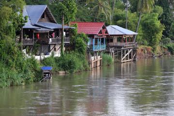 Village sur l'île de Khone