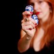 Frau mit Pokerchips