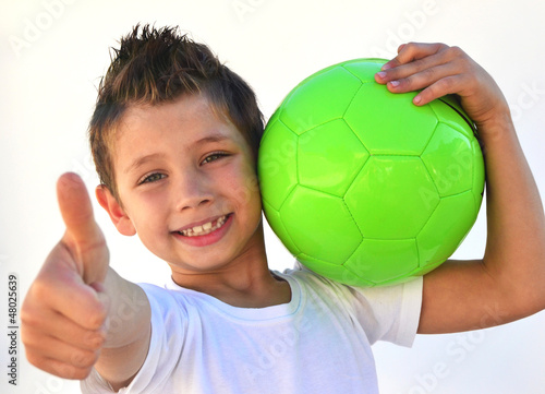 Kind mit Ball