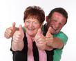 erfolgreiches Seniorenpaar mit Daumen hoch