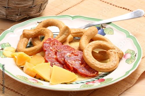 salame formaggio taralli