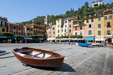 barca nel piccolo porto di Portofino Italia