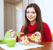 girl shared lunch to lose weight