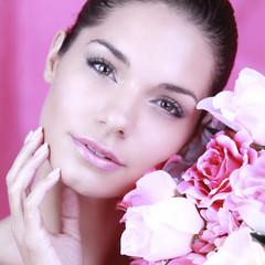 Portrait beauté d'une jeune femme brune