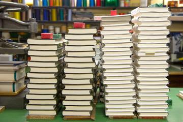 Stapel Bücher In Buchbinderei