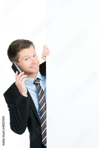 geschäftsmann mit telefon und werbetafel