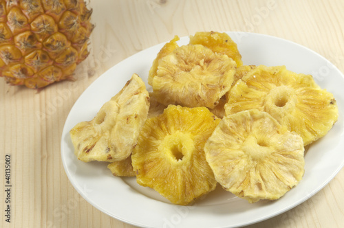 Sun-dried pineapple slices