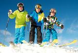Gruppe junge Skifahrer in Startposition - Fine Art prints