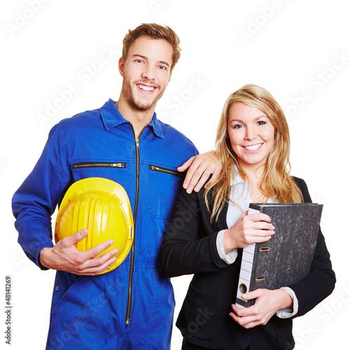 Team aus Arbeiter und Businessfrau