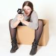 junges Mädchen fotografiert mit alten Kamera