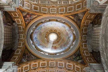 goldene Decke im Petersdom