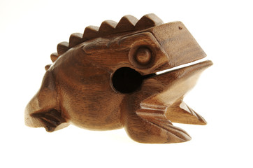 Figurine of a frog from a palm tree.