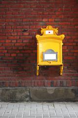 Alter eiserner Briefkasten