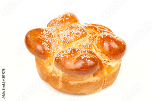 Sabbath challah with many white seed