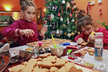 Children make cookies