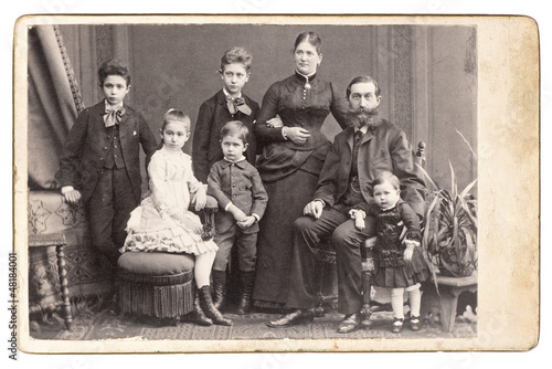 old family photo. parents with five children © LiliGraphie