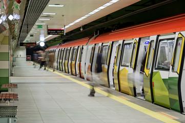 metro ile şehiriçi ulaşım